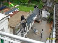 08-130524_das Atelier Dach kommt